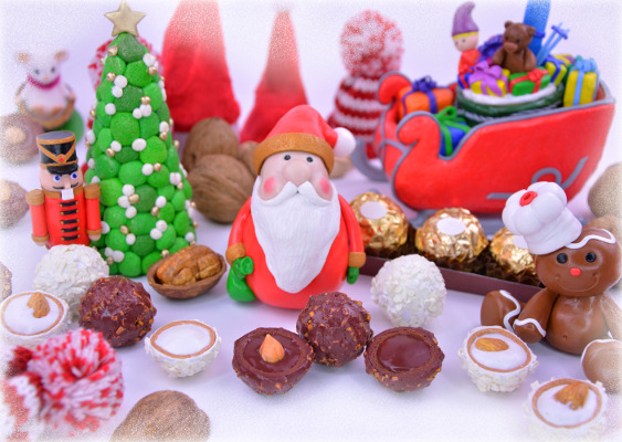 Picture of winterly polymer clay Ferrero Rocher with Santa Clause. Made by Veronika Vetter (DAoCFrEak) Fine Art Künstlerin